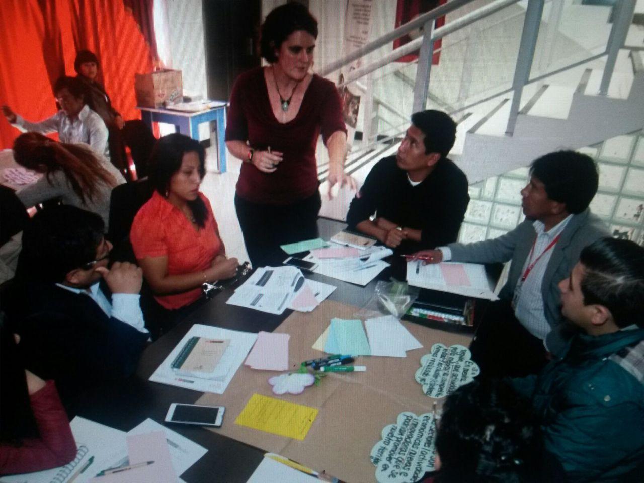Trabajo grupal en el Café DEL